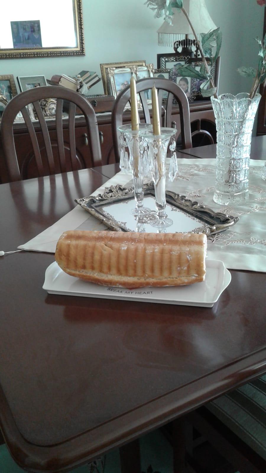 Baton Kek Kalıbında Ekmek