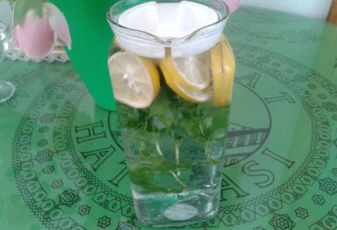 Nane limonlu içecek