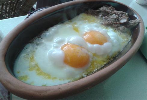 Güveçte Yumurta