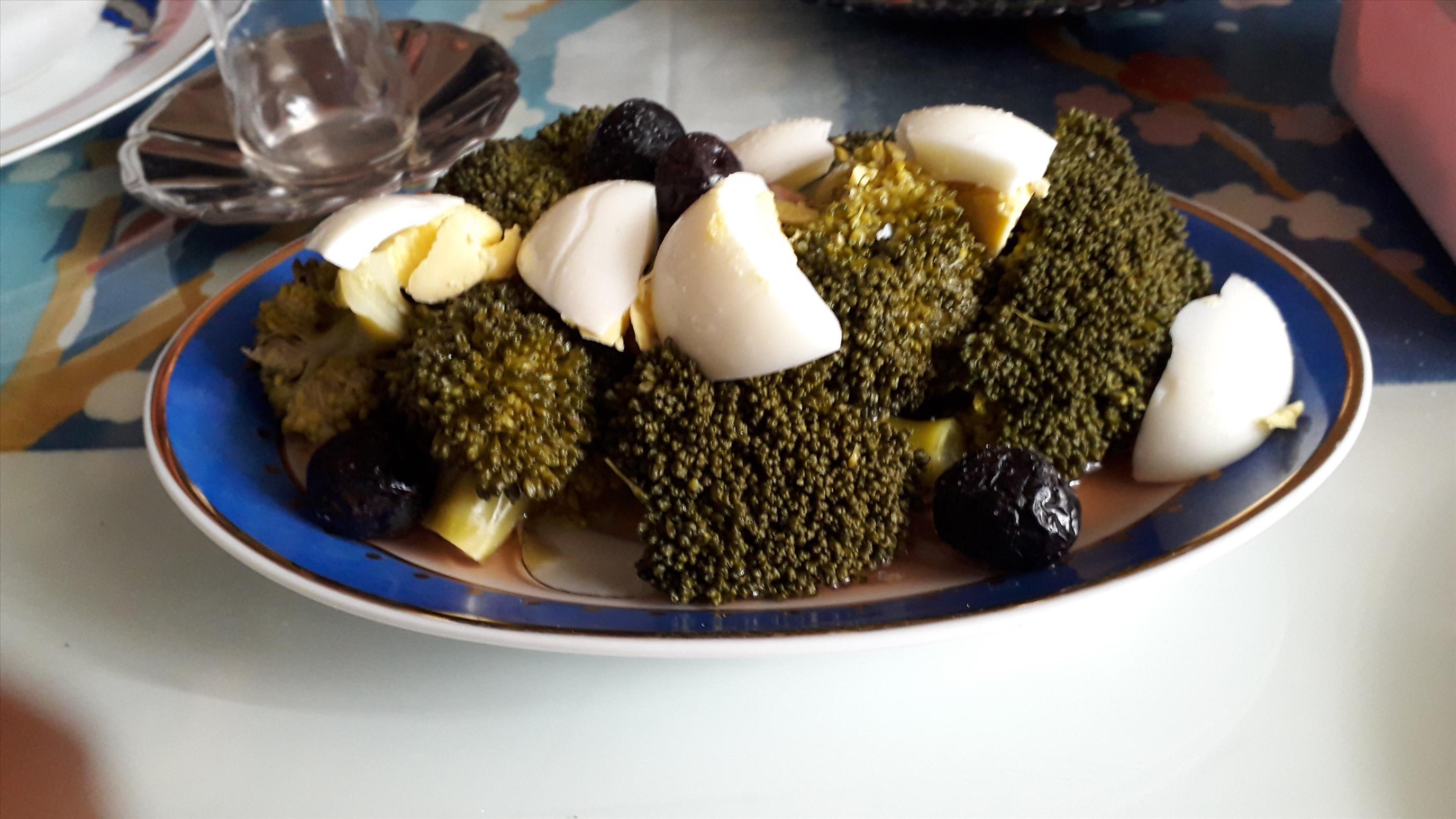 Pratik Brokoli Salatası